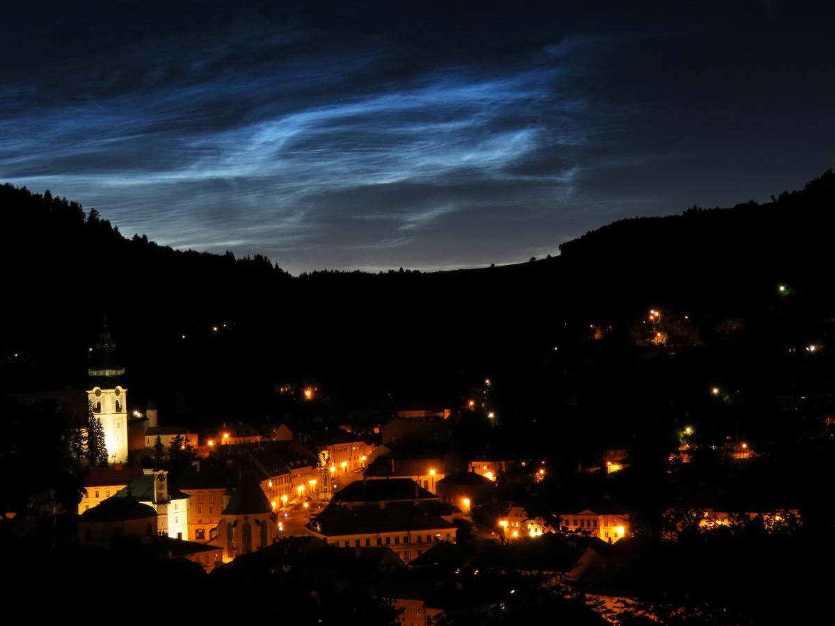 Nočné svietiace oblaky nad Banskou Štiavnicou