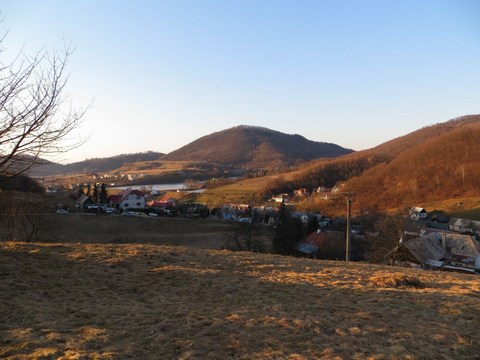Časť obce na pravej strane, kde bol projektovaný tajch