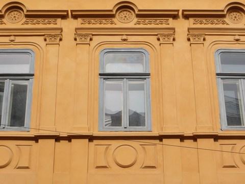 Detail okien domu č. 6