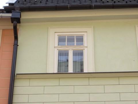 Detail okna domu č. 7
