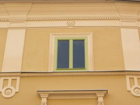Detail okna domu č. 9