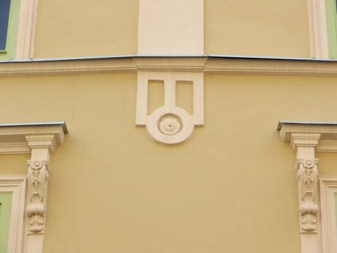Detail fasády domu č. 9
