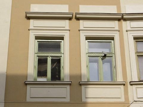 Detail okna domu č. 10