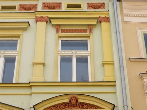 Detail okna domu č. 11