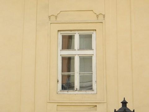 Detail okna domu č. 13