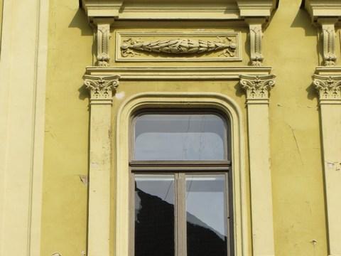 Detail okna domu č. 14