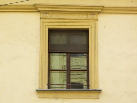 Detail okna domu č. 15