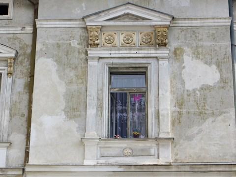 Detail okna domu č. 2