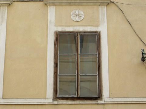 Detail okna domu č. 4